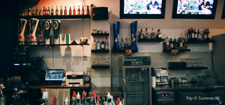 TJs Restaurant & Sports Bar