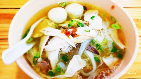 天皇雞腳粿條湯