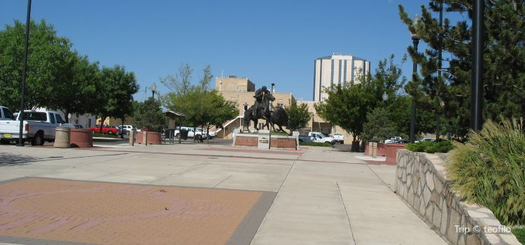 Pioneer Plaza1