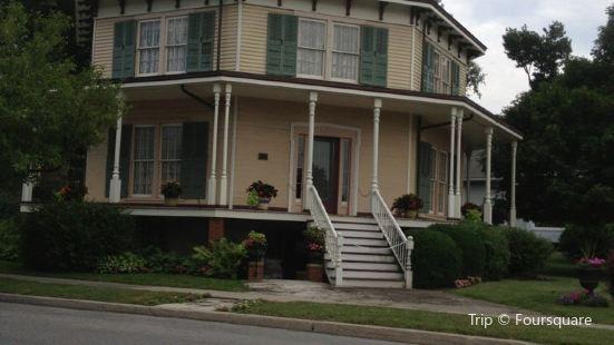 Rich-Twinn Octagon House