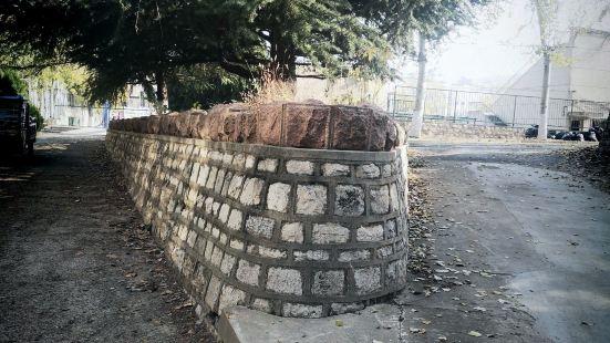Jinan Yingxiong Shan Lvyin Square