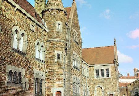 多布裡博物館