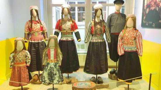 Dutch Costume Museum and Dutch Costume Photo Studio