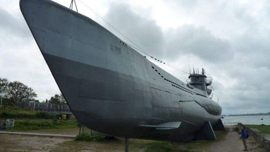 German submarine U-995