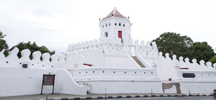 Phra Sumen Fort2
