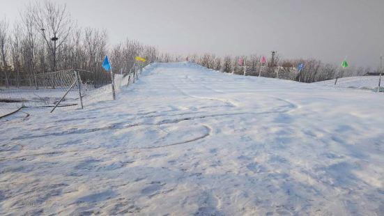 晶明嬉雪樂園