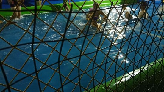 武鋼體育館水上樂園