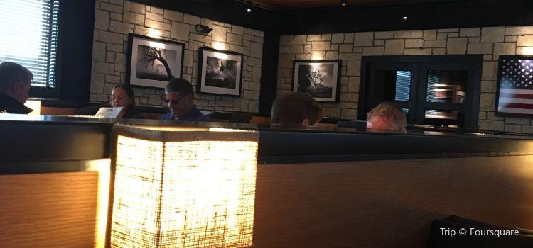 Charleston's Restaurant3
