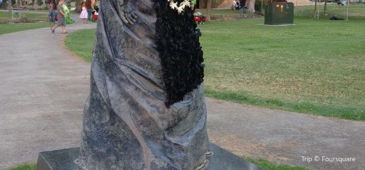 Queen Kapiolani Statue1
