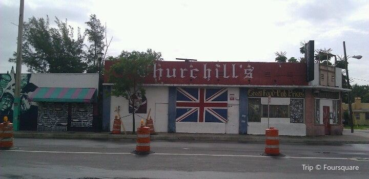 Churchill's Pub3