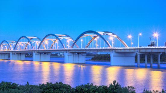 Qiongzhou Bridge