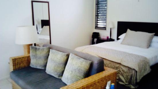 Awaroa Lodge and Cafe