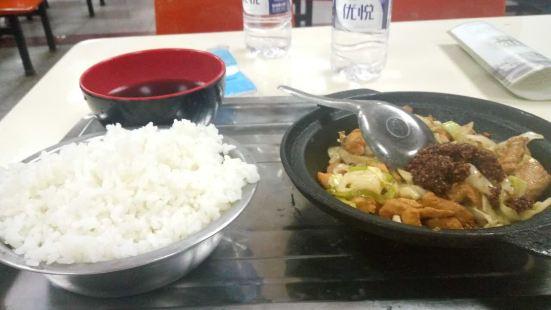 特色幹鍋煎肉飯鍋貼