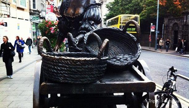 Molly Malone Statue Dublin3
