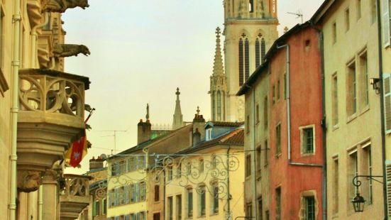 聖埃普爾大教堂及廣場