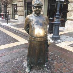 The Fat Policeman Statue用戶圖片