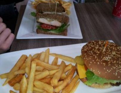 Mari Cafe and Grill