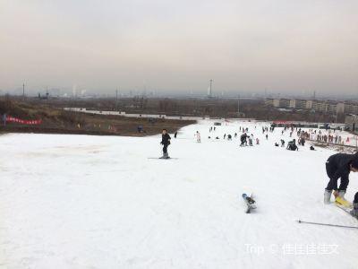 梓橦山滑雪場