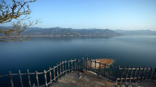 Phoenix Island Resort on Dongjiang Lake