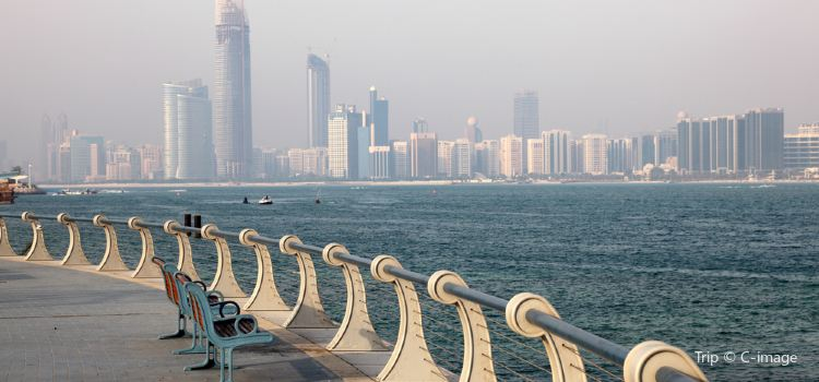 Abu Dhabi Corniche and Breakwater3