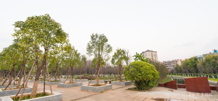 Baohai Park1