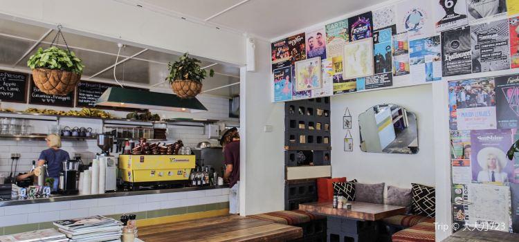 Commune Cafe2