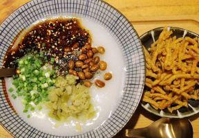 在重慶,人均20能吃到些啥子?