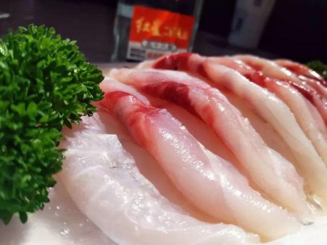 烤魚界大佬,條條個大肉肥,這樣的烤魚我無法拒絕!