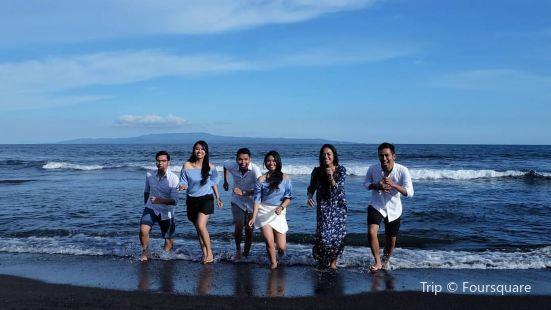 Wake Beach Club
