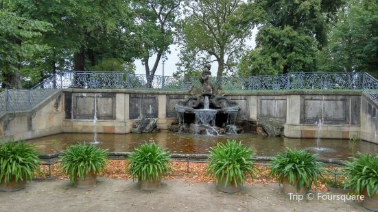 Delphinbrunnen
