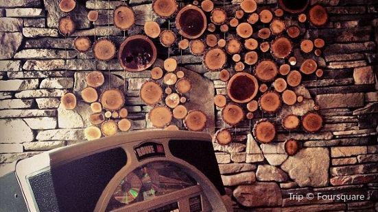 Grand Woods Lounge