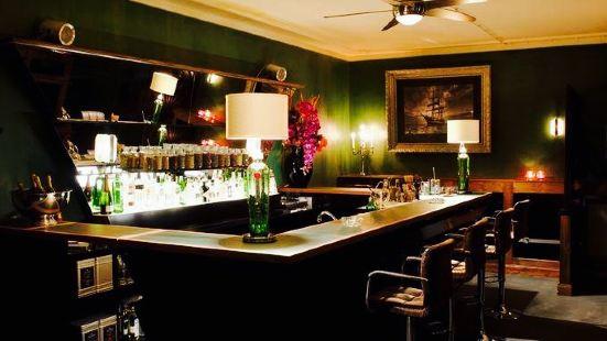 Gin & Tonic Bar