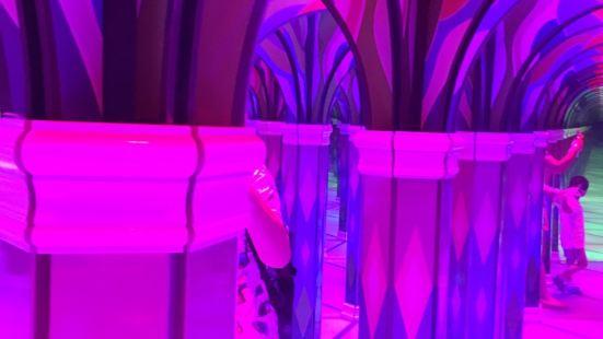 【恐龍人俱樂部】鏡子迷宮