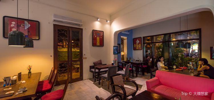 Puku Cafe and Sports Bar3
