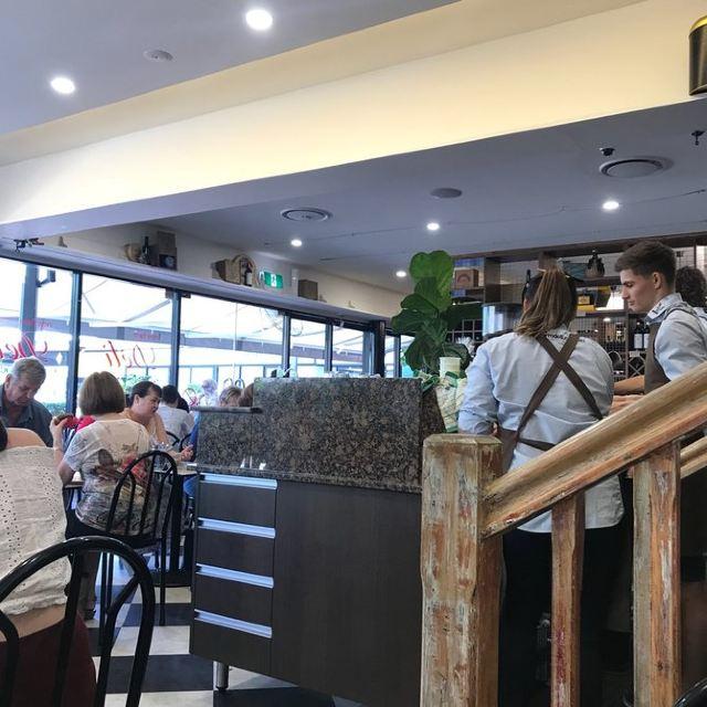 New Farm Deli & Cafe