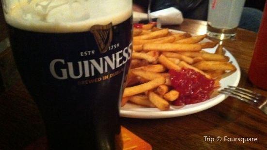 Finns Irish Pub saskatoon