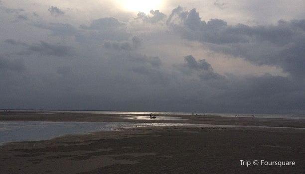 Mayflower Beach2