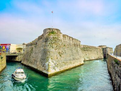 Royal Walls