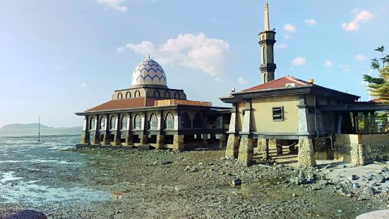 Al Hussain Mosque (Floating Mosque)