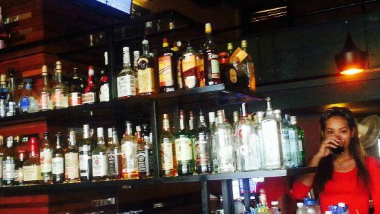 Larrys 110st Bar & Grill