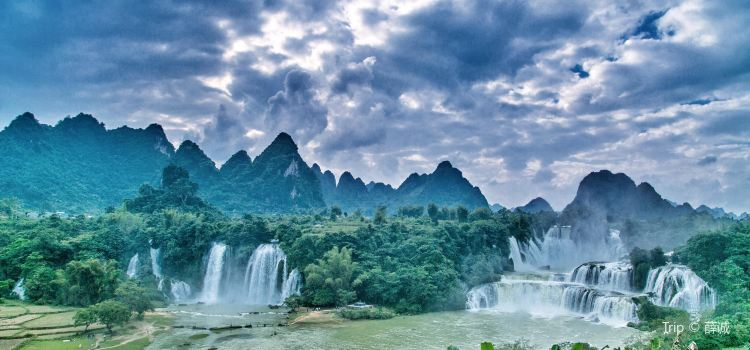 Detian Transnational Waterfall Scenic Area1