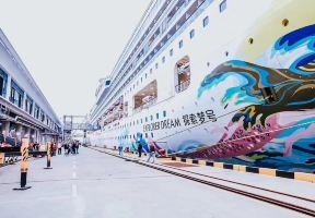 聽說上海又來新船了,還帶了座皇宮?