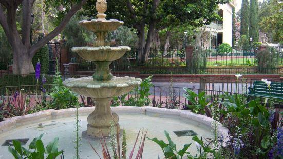 Beverly Cañon Gardens