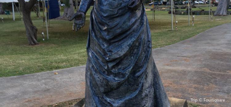 Queen Kapiolani Statue2