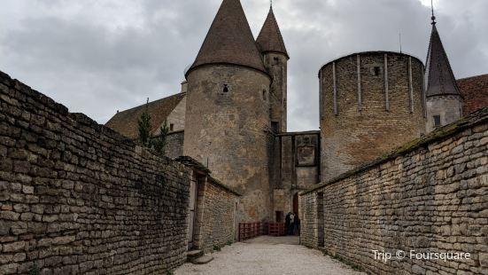 Château de Châteauneuf-en-Auxois Chateau de Chateauneuf-en-Auxois