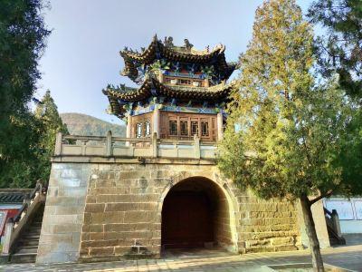 Zhongshan Grottoes