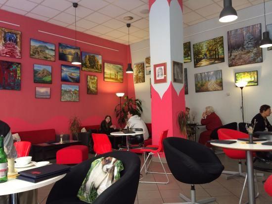 泡在咖啡館裡享受度假時光,是溫泉小鎮的另一種開啟方式