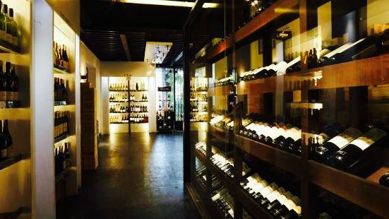 The Red Apron, Wine & Lifestyle Lounge