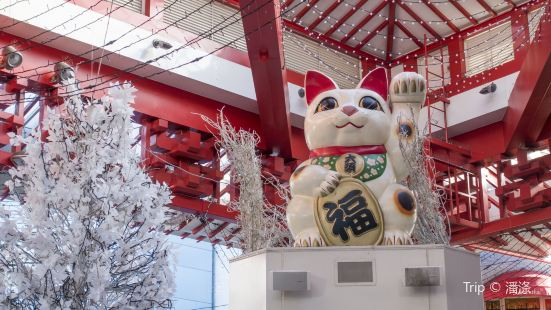 Great Beckoning Cat Statue
