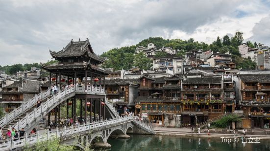 Hanging Houses of Huilong Tower